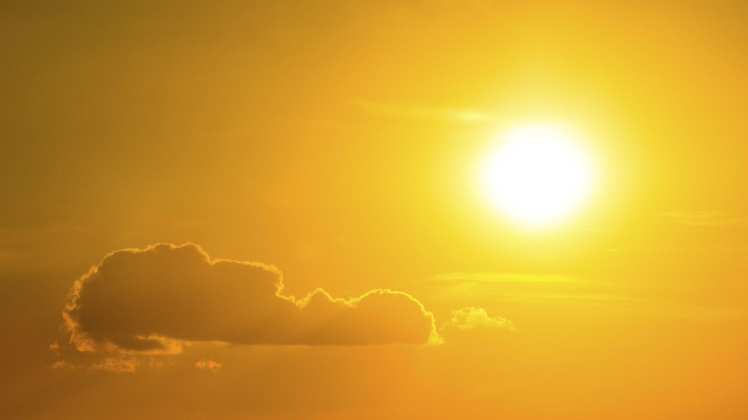 Sun, cloud, heat