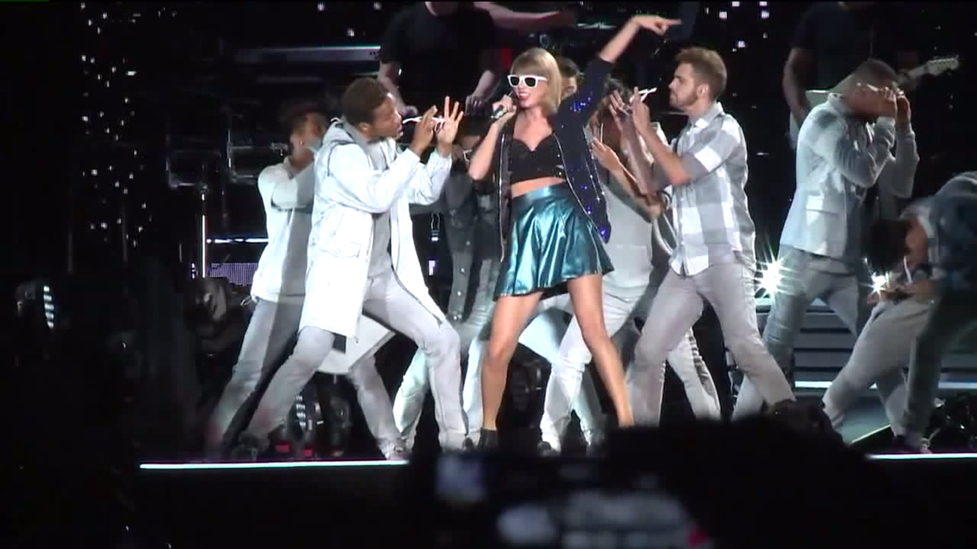Taylor Swift Fan Arrested In Stage Rushing Incident At San Diego Concert Fox 5 San Diego