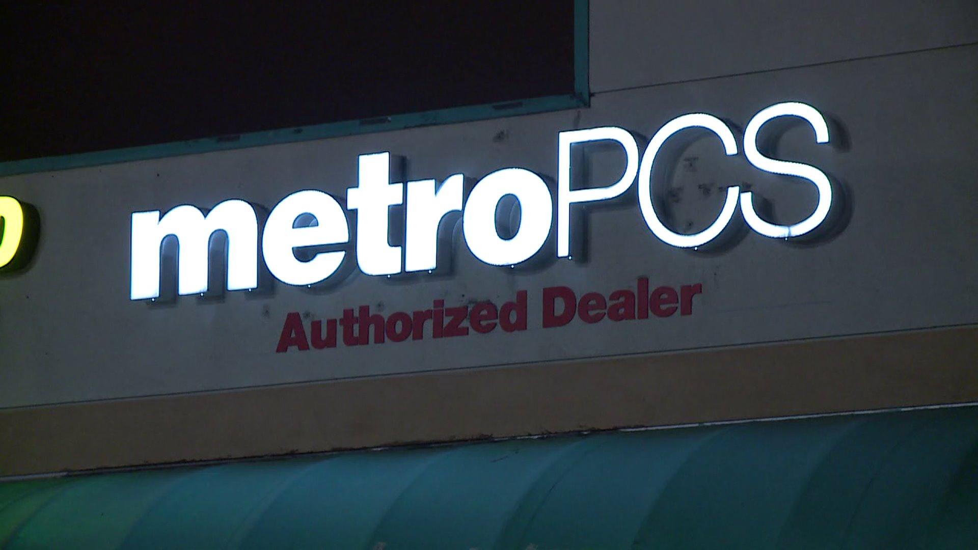 San Marcos Metro PCS store robbed