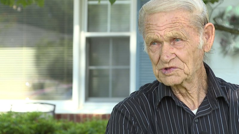 86 Year Old Man Looking For A Job Can T Get A Call Back Fox 5 San Diego