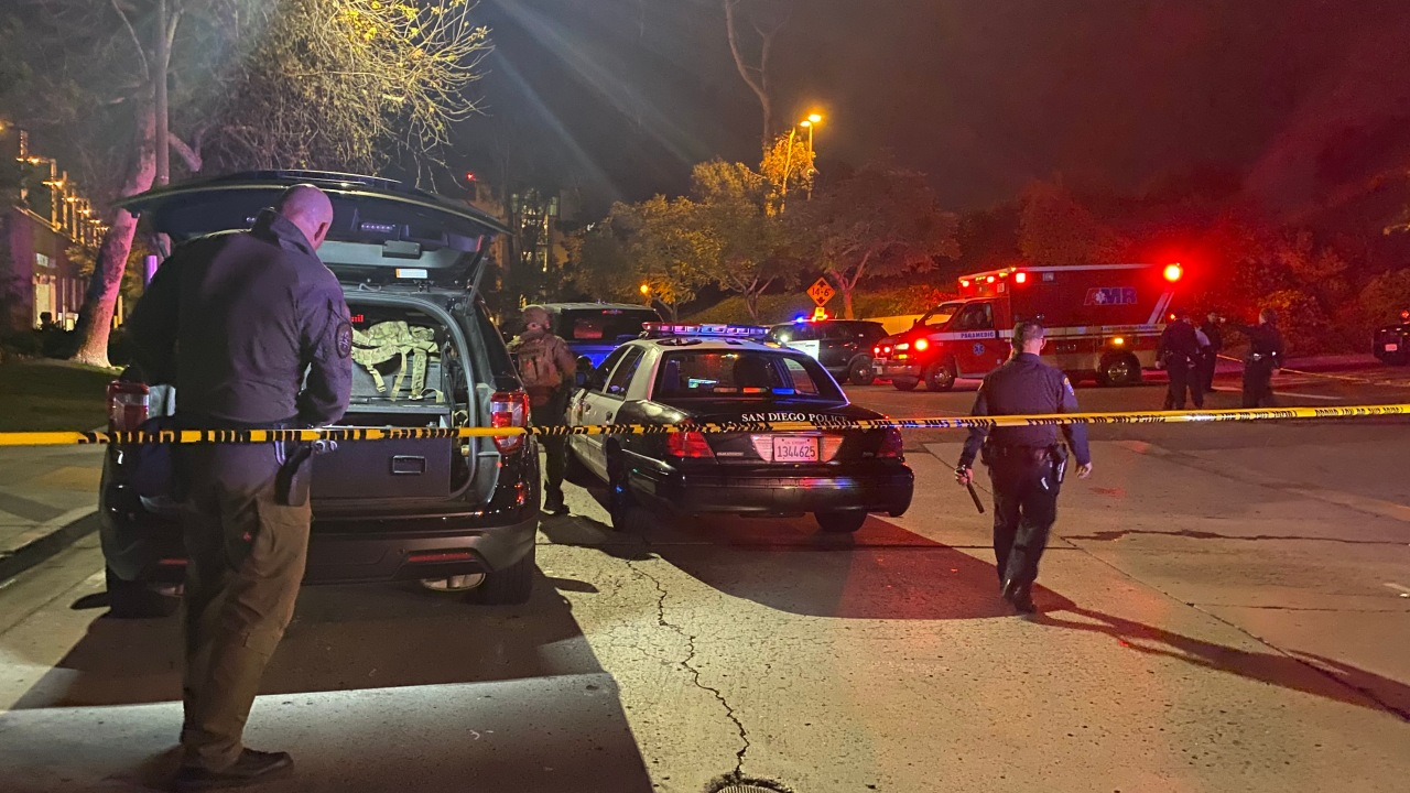 Pursuit of armed robbery suspect ends in standoff near Rady Children's Hospital
