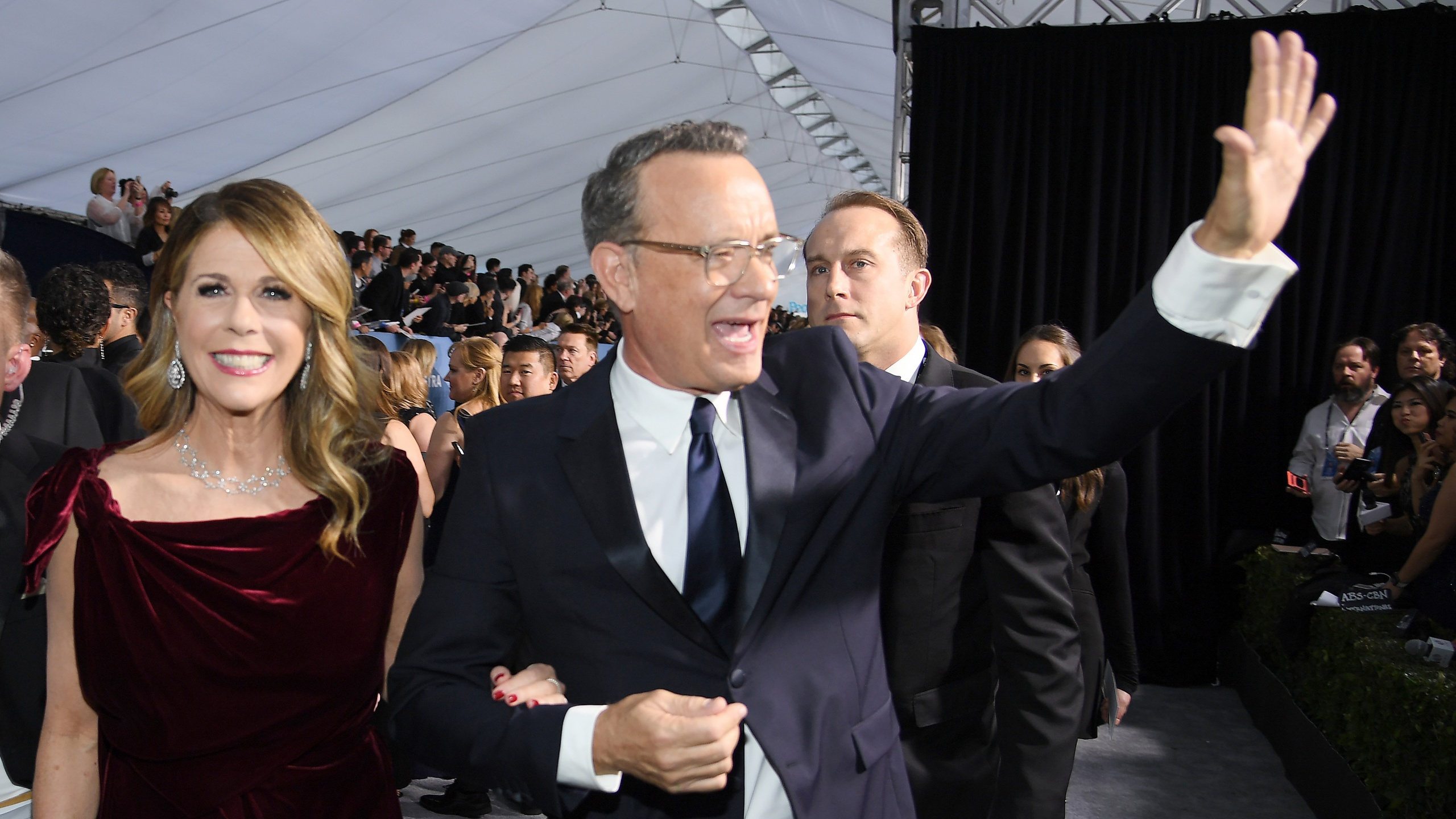 LOS ANGELES, CALIFORNIA - JANUARY 19: (L-R) Rita Wilson and Tom Hanks attend the 26th Annual Screen ActorsGuild Awards at The Shrine Auditorium on January 19, 2020 in Los Angeles, California. 721407 (Photo by Dimitrios Kambouris/Getty Images for Turner)