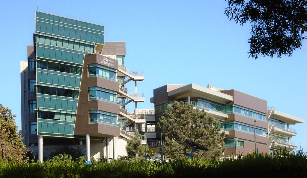 UCSD Rady School of Management (Photo: Beyond My Ken / CC BY-SA: https://creativecommons.org/licenses/by-sa/4.0)