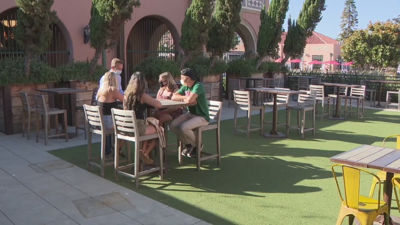 Restaurant shares patio seating to help neighboring business stay open