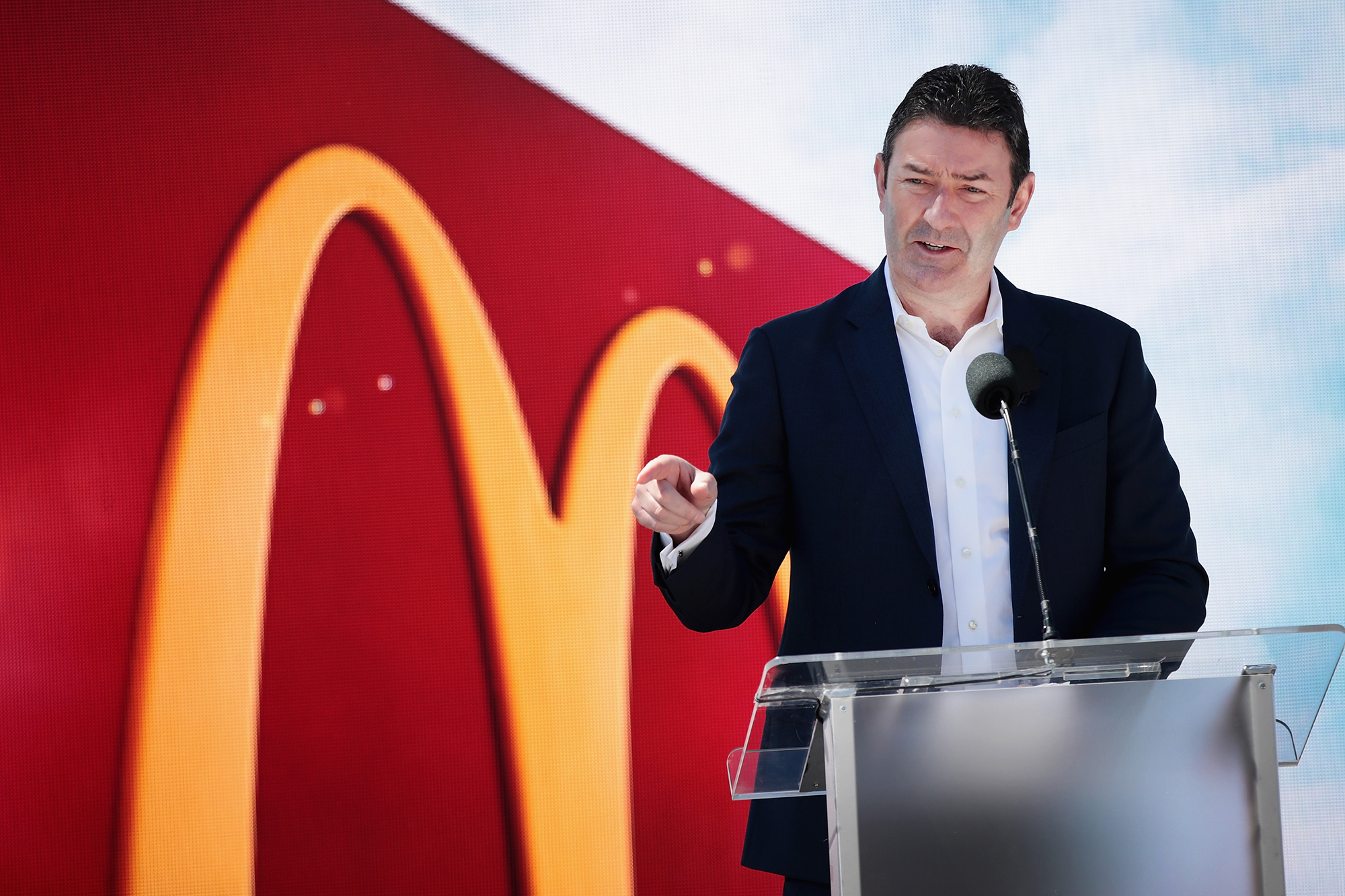 CHICAGO, IL - JUNE 04: McDonald's CEO Stephen Easterbrook unveils the company's new corporate headquarters during a grand opening ceremony on June 4, 2018 in Chicago, Illinois. The company headquarters is returning to the city, which it left in 1971, from suburban Oak Brook. Approximately 2,000 people will work from the building. (Photo by Scott Olson/Getty Images)
